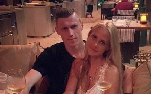 Жена известного футболиста медленно превращается в анорексичку