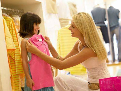 примерка одежды ребенку