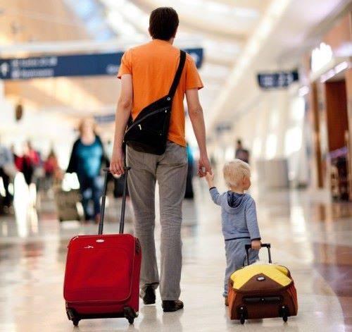мальчик с чемоданом