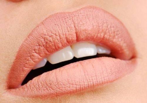 Чем мазать губы после татуажа