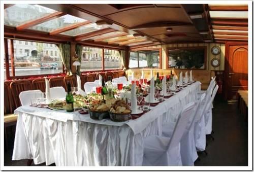 Проведение свадеб, выпускных и дней рождения