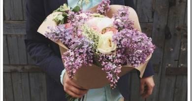Какие цветы подарить подруге?