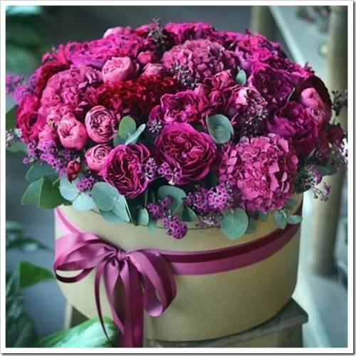 Цветы в коробке: вариант для тех, кто не хочет обременять себя