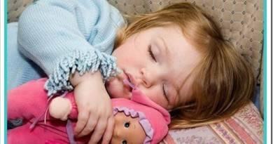 Как укладывать детей спать и нужна ли кровать-качалка