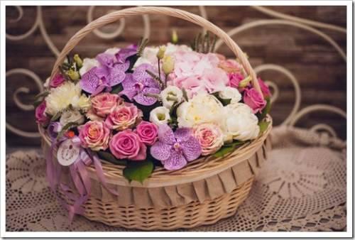 Цветы и подарки для любимой женщины