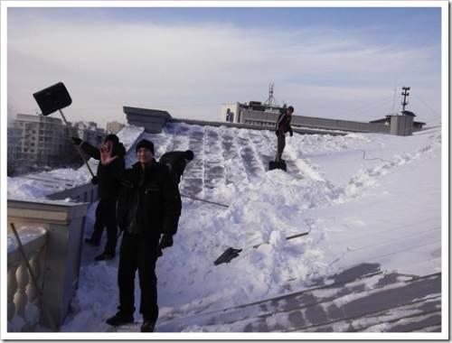 Огромные массивы снега опасно оставлять на объекте