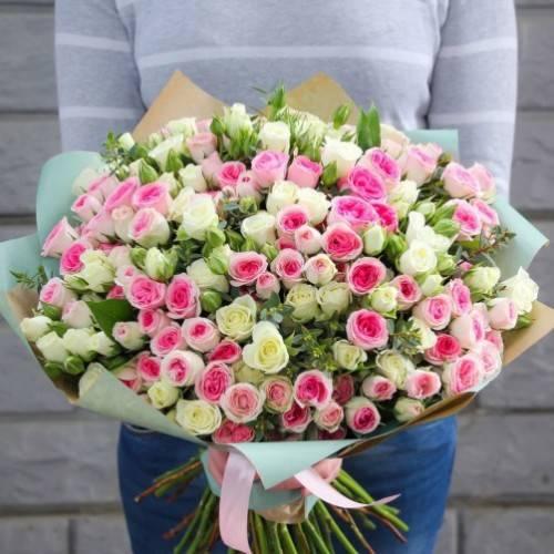 Как составить красивый букет из кустовых роз