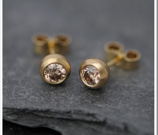 Как правильно выбрать золотые серьги на каждый день