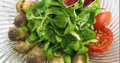 Подборка из 37 рецептов салатов от Константина Ивлева: Цезарь с курицей, Коул-Слоу, из хрустящих баклажанов, Оливье и другие